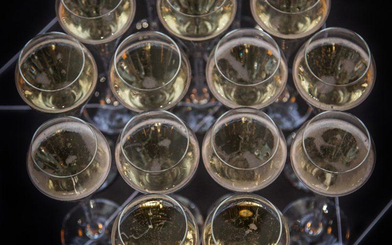 Tis the season to drink bubbly!